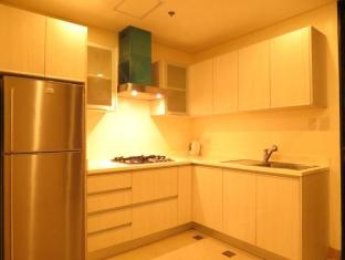 Fort Crescent Suites Manila - Kitchen