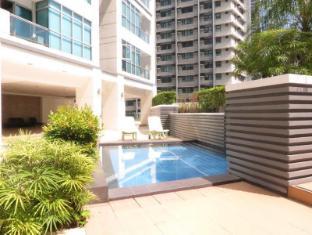 Fort Crescent Suites Manila - Swimming Pool