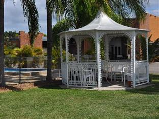 Castle Motor Lodge Whitsunday Islands - Gazebo