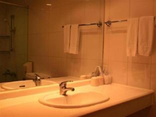 Empress Hotel Taipei - Bathroom