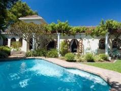 Tiana Guest House | Cheap Hotels in Cape Town South Africa