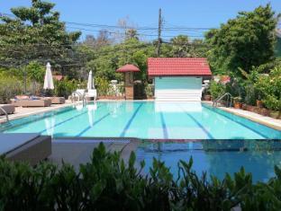Surin Sweet Hotel Phuket - Kolam renang