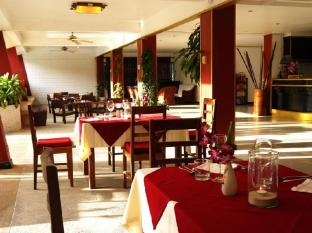 Surin Sweet Hotel Phuket - Restoran