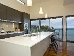 Australia Hotel Booking | Azure Holiday House