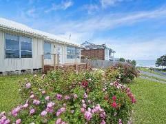 Beach Side Cottage | Cheap Hotels in Great Ocean Road - Apollo Bay Australia