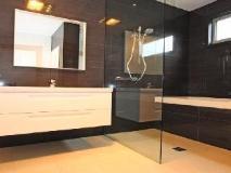 Lane House: bathroom