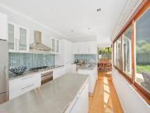 Bay Outlook Holiday House: kitchen
