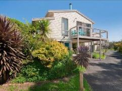Seaside Villa Holiday House | Cheap Hotels in Great Ocean Road - Apollo Bay Australia