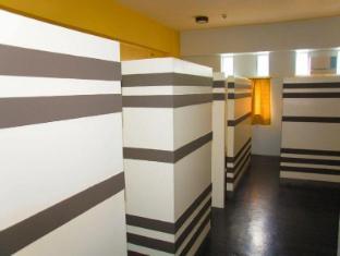 BP International Hotel Manila - 1 Bed in 5 Bed Budget Room