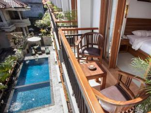 Satriya Cottages Bali - Balcony for standard room view to pool