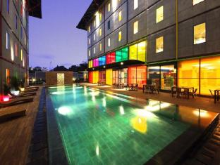 POP! Hotel Kuta Beach Bali - Piscina