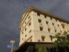 Chonlapruk Lakeside Hotel   Cheap Hotel in Khon Kaen Thailand