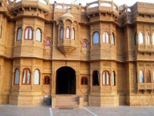 /hotel-lalgarh-fort-palace/hotel/jaisalmer-in.html?asq=jGXBHFvRg5Z51Emf%2fbXG4w%3d%3d