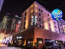 Comma Hotel: exterior