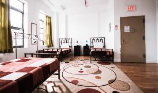 /ny-moore-hostel/hotel/new-york-ny-us.html?asq=jGXBHFvRg5Z51Emf%2fbXG4w%3d%3d