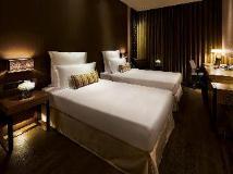 L'hotel elan: guest room
