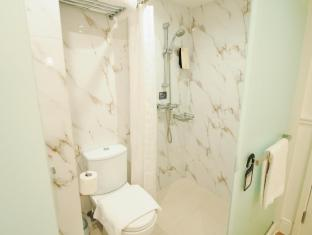 mini hotel Causeway Bay Hong Kong - Classic Room Bathroom
