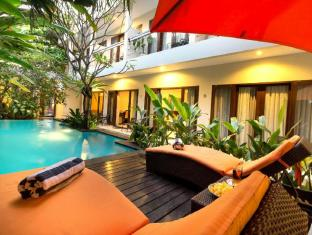 The Pavilion Hotel Kuta Bali - Pool