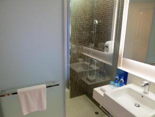 Holiday Inn Express Hong Kong Kowloon East Hong Kong - Shower Cubicle
