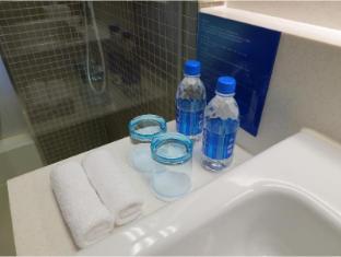 Holiday Inn Express Hong Kong Kowloon East Hong Kong - Complimentary Water