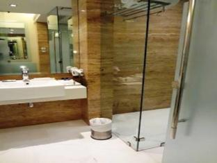 Hotel Residency Andheri Mumbai - Bathroom