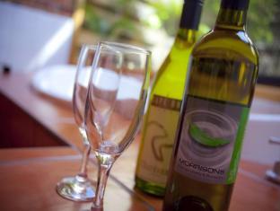 Perricoota Vines Retreat Moama - Food and Beverages