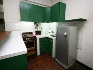 Broadway Court Apartelle 4th Street Manila - Bedroom Kitchen