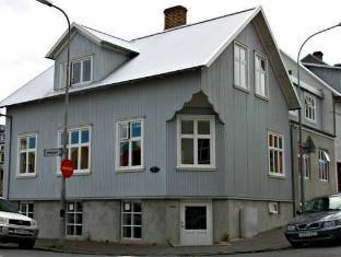 /hr-hr/101-skuggi-guesthouse/hotel/reykjavik-is.html?asq=5VS4rPxIcpCoBEKGzfKvtE3U12NCtIguGg1udxEzJ7keqCYRqLR%2bUoWcrdzs8Mus2Mw0vGk2ufPhLHBa0Ko12pwRwxc6mmrXcYNM8lsQlbU%3d