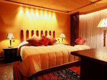 The Luxe Manor: suite room