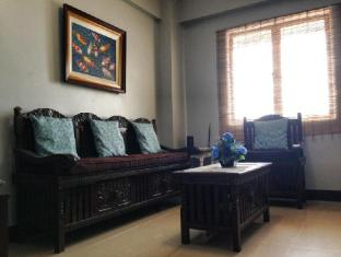 Sarasota Residential Condominium Manila - Living Room