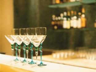 Trident Nariman Point Mumbai Hotel Mumbai - Food and Beverages