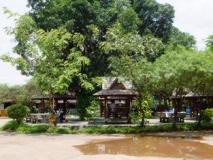 Phonethap Yotniyom Hotel: surroundings