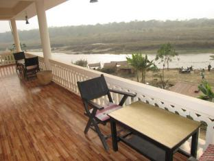 Hotel River Side Chitwan - Balcony