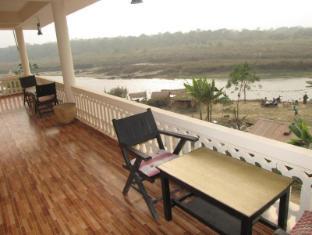 Hotel River Side Chitwan - بلكون/شرفة