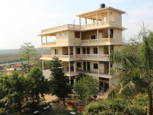 Hotel River Side Čitvanas - Viešbučio išorė