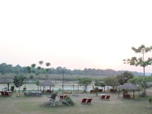 Hotel River Side Chitwan - Pub with view