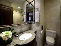 Charterhouse Causeway Bay: bathroom