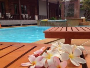 Khum Laanta Resort Koh Lanta - Deluxe Double Room Pool Front