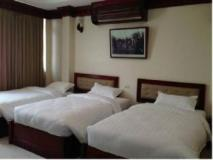 Nouannivong Hotel: guest room