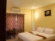 Phommala Hotel: interior