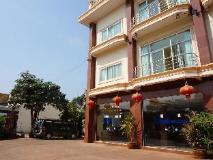 Phommala Hotel: entrance