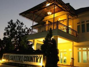 Hotel Savitri Country