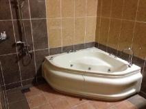 F1 Hotel: hot tub