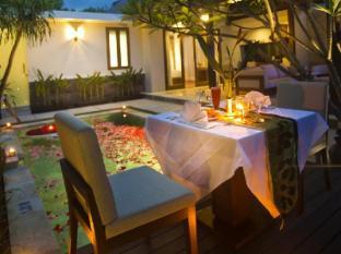 The Astari Villa & Residence Bali - Candle Light Dinner at Villa