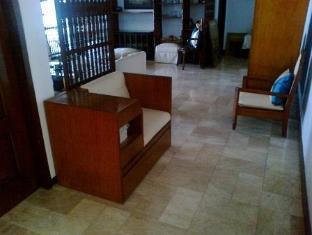 11 Cologne Manila - Lobby