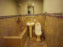 Click Hotel: bathroom