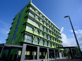 56 Hotel Kuching - Hotel Aussenansicht