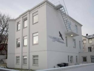 /hrafninn-guesthouse/hotel/akureyri-is.html?asq=5VS4rPxIcpCoBEKGzfKvtBRhyPmehrph%2bgkt1T159fjNrXDlbKdjXCz25qsfVmYT