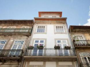 /en-sg/porto-lounge-hostel-guesthouse/hotel/porto-pt.html?asq=jGXBHFvRg5Z51Emf%2fbXG4w%3d%3d