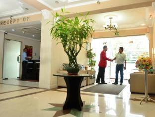 Pearl City Hotel Colombo - Entrance